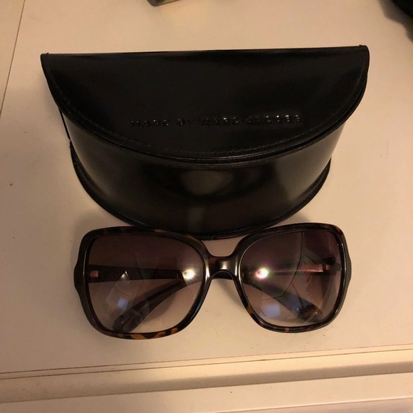 Marc Jacobs Accessories - Marc Jacobs Oversized Sunglasses